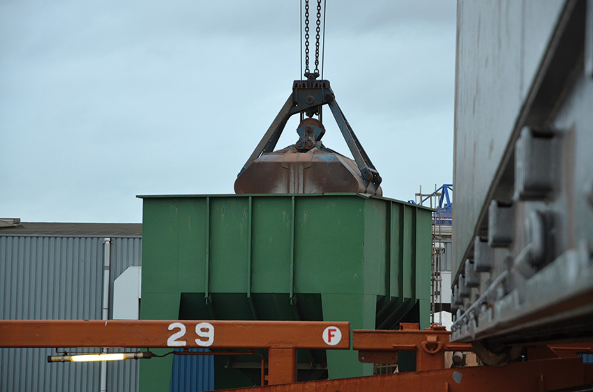Spliethoff - Bulk cargo - grab in hopper
